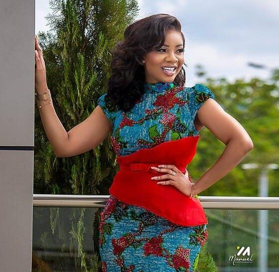 Serwaa Amihere replies a fan who asked how she washes her Tonga with her long nails