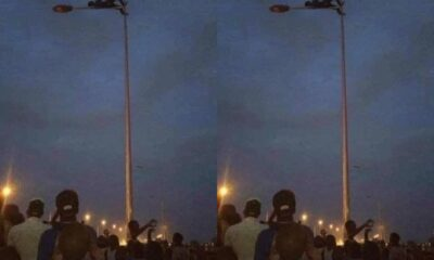 Photos: Thief Climbs And Relaxes On A Streetlight Pole To Avoid Beatings